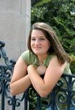 Adolescente atractivo en la puerta Fotos de archivo libres de regalías