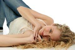 Adolescente atractivo en suelo Fotos de archivo libres de regalías