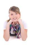 Adolescente atractivo que miente sobre blanco Imagenes de archivo