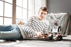 Adolescente atractivo que mira derecho la cámara Fotos de archivo
