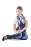 Adolescente atractivo que se sienta sobre blanco Foto de archivo libre de regalías
