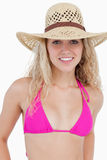 Adolescente attraente in beachwear che si leva in piedi dritto immagine stock libera da diritti