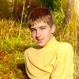 Adolescente in Autumn Park Fotografia Stock Libera da Diritti