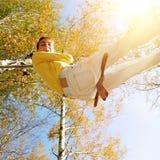 Adolescente in Autumn Park Fotografia Stock
