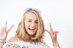 Adolescente avec des verres photos stock