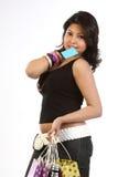 Adolescente avec par la carte de crédit et des sacs Images stock