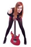 Adolescente avec une guitare électrique sur le dos de blanc images stock