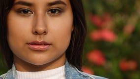 Adolescente bastante femenino y confusión Imágenes de archivo libres de regalías