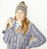 Adolescente bastante rubio de los jóvenes en sombrero del invierno y Foto de archivo libre de regalías