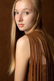 Adolescente bastante rubio en camisa Tasseled Foto de archivo