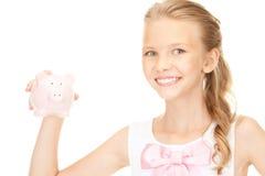 Adolescente bello con la banca piggy Immagini Stock Libere da Diritti