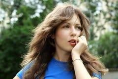 Adolescente bonito ao ar livre Fotografia de Stock Royalty Free