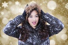 Adolescente bonito con el abrigo de invierno Imagen de archivo libre de regalías