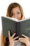 Adolescente bonito con el cuaderno abierto Fotografía de archivo libre de regalías