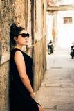 Adolescente bonito con las gafas de sol Imágenes de archivo libres de regalías