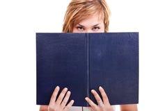 Adolescente bonito con un libro Imagen de archivo