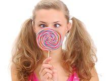 Adolescente bonito con un lollipop Fotografía de archivo