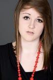 Adolescente bonito con una mirada preocupante en su cara Imagenes de archivo
