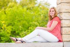 Adolescente bonito del blonde de la muchacha Fotografía de archivo