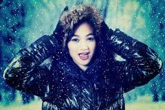 Adolescente bonito en chaqueta del invierno Imagen de archivo