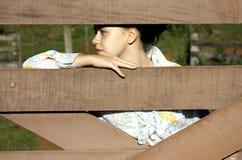 Adolescente bonito en la granja Fotos de archivo libres de regalías