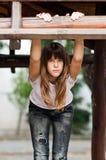 Adolescente bonito en pantalones vaqueros y camiseta Fotografía de archivo libre de regalías