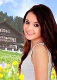 Adolescente bonito en una casa agradable para el fin de semana Fotografía de archivo
