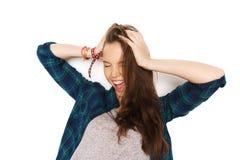Adolescente bonito feliz que se sostiene para dirigir Imagenes de archivo