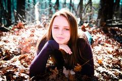 Adolescente bonito que disfruta del aire libre Imagenes de archivo