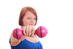 Adolescente bonito que lleva a cabo una pesa de gimnasia Fotografía de archivo
