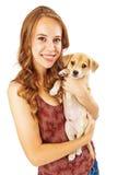 Adolescente bonito que sostiene el perrito Imágenes de archivo libres de regalías