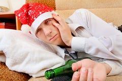 Adolescente borracho en Santa Hat Imagenes de archivo