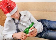Adolescente borracho en Santa Hat Imagen de archivo