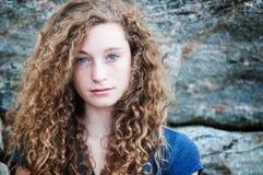 Adolescente cabelludo rizado Imagen de archivo libre de regalías