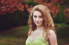 Adolescente cabelludo rizado hermoso Imagen de archivo libre de regalías