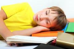 Adolescente cansado con libros Fotos de archivo