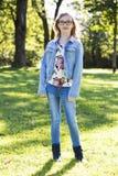 Adolescente casual en el parque Imágenes de archivo libres de regalías