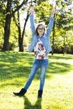 Adolescente casual en el parque Fotografía de archivo