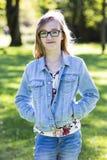Adolescente casual en el parque Fotos de archivo libres de regalías