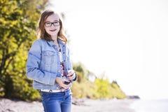 Adolescente casual en la playa Foto de archivo libre de regalías