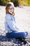 Adolescente casual en la playa Imágenes de archivo libres de regalías