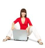 Adolescente casuale con il computer portatile Immagine Stock Libera da Diritti