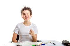 Adolescente caucásico del acné que sostiene la bombilla de cristal real en homewor Fotos de archivo
