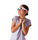 Adolescente caucásico joven con los vidrios 3d Foto de archivo