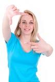 Adolescente caucásico joven que hace la muestra del marco con sus manos Ca Foto de archivo libre de regalías