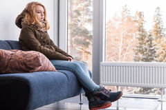 Adolescente caucásico rubio en ropa caliente Fotos de archivo