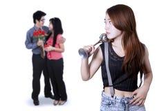 Adolescente celoso a los pares románticos Foto de archivo
