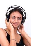 Adolescente che ascolta la musica. Immagini Stock