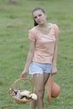 Adolescente che ha divertimento in estate Fotografia Stock