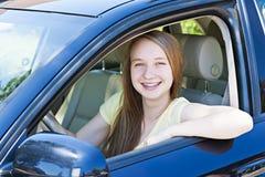 Adolescente che impara guidare Immagine Stock